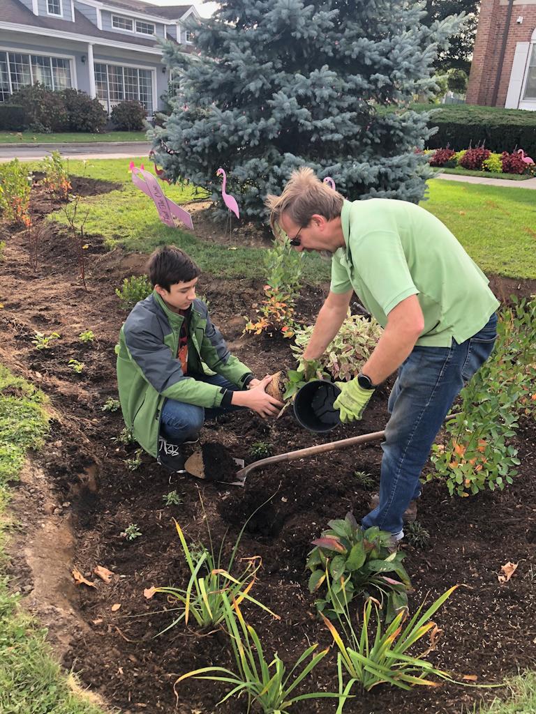 Volunteer learning from Landscape Ecologist, Rusty Schmidt.